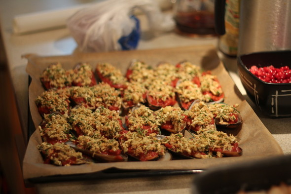 Запеченные мидии с сыром и томатами. Изображение № 1.