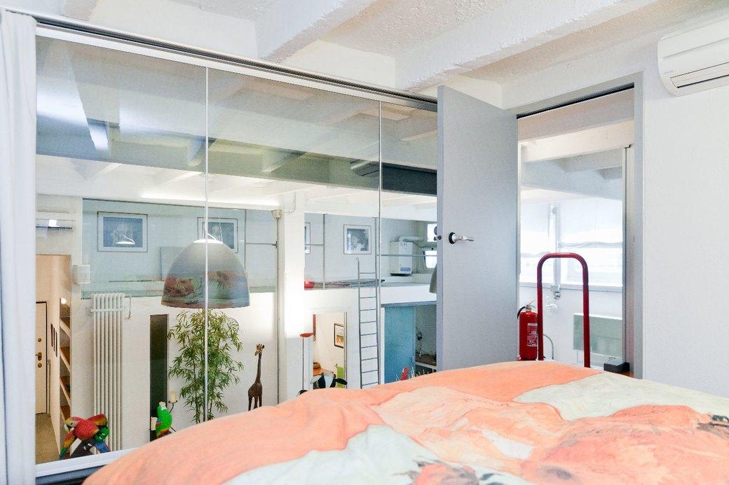 Двухуровневая квартира фотомодели в Милане. Изображение № 13.