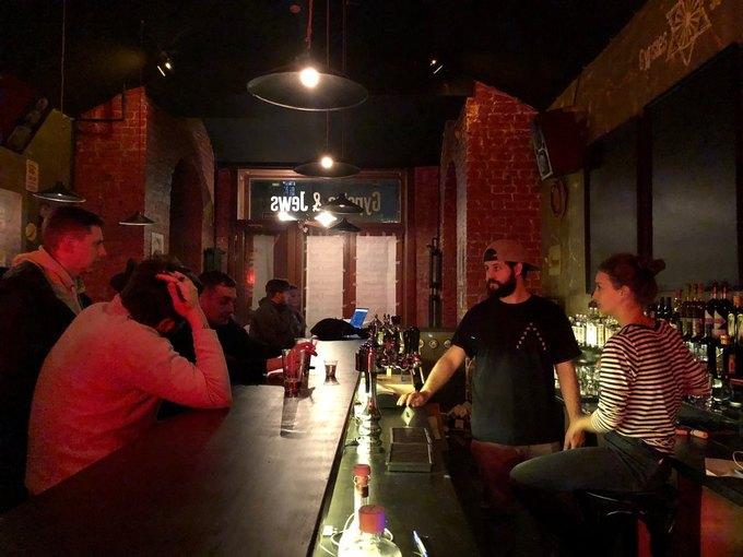 На улице Ломоносова открылся бар Gypsies & Jews