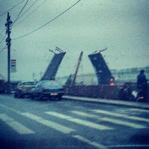 Дворцовый мост впервые развели на все выходные. Изображение № 9.