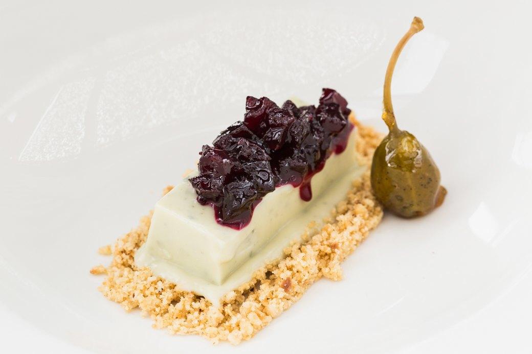 Вкус соснового леса и чёрный чеснок: Самые необычные десерты Петербурга . Изображение № 4.