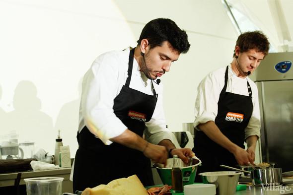 Omnivore Food Festival: Майкл Гринвольд и Симоне Тондо готовят орзотто из ячменя и тартар из голубя. Изображение № 11.