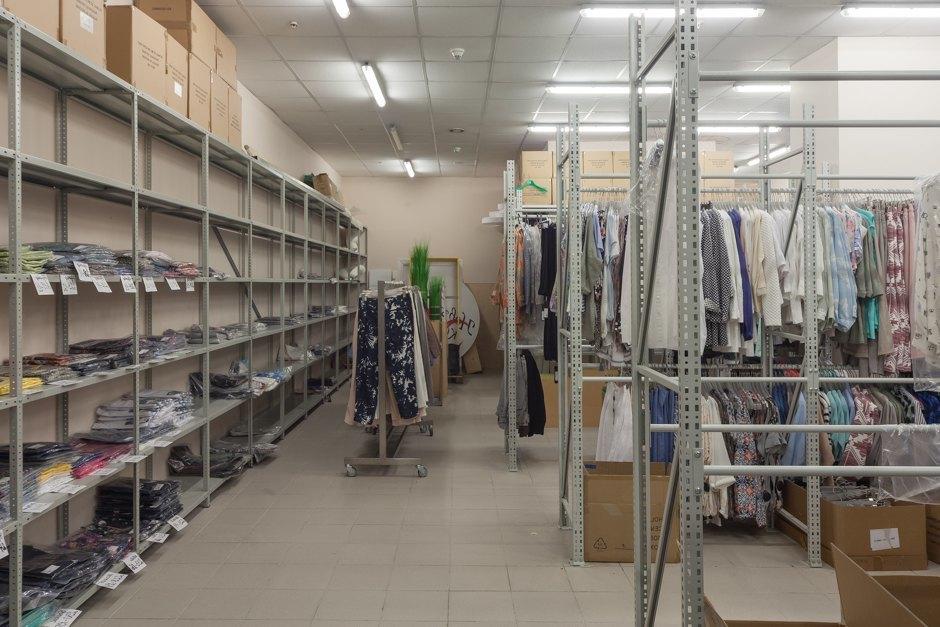 23573ace Специально для этого во время таких распродаж по магазинам ходят тайные  покупатели, которые проверяют наличие и размер скидок.