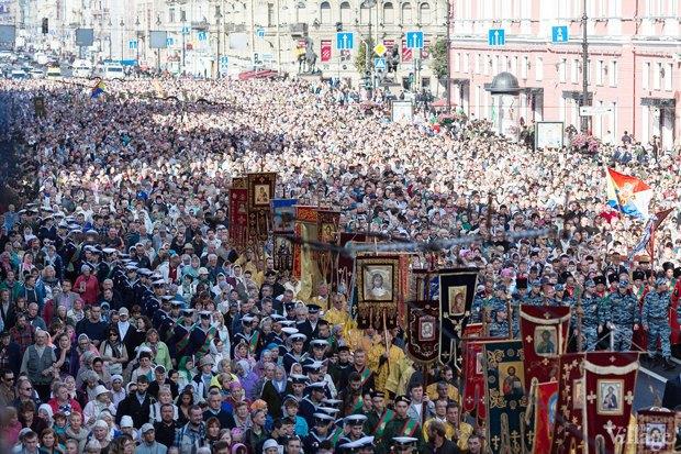 Фото дня: Крестный ход по Невскому проспекту. Изображение № 2.