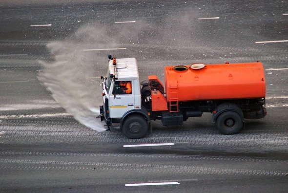 Изображение 3. Улицы во время жары будут поливать каждые 2 часа.. Изображение № 1.