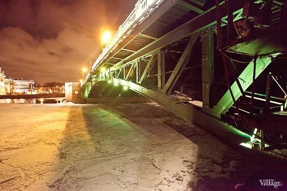 Фоторепортаж: Как разводят Дворцовый мост. Изображение № 53.