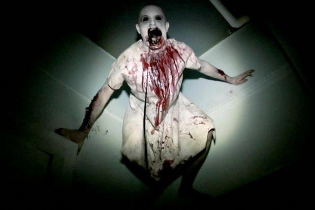 «Искатели могил— 2». Продолжение ужастика 2011 года, герои которого поверили в то, что первая часть — документальный фильм, и оправились проверять свои догадки. Психушка, трясущаяся камера, «мы все здесь умрём».. Изображение № 1.