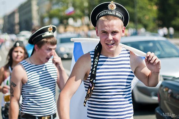 Фоторепортаж: День Военно-морского флота в Петербурге. Изображение № 34.