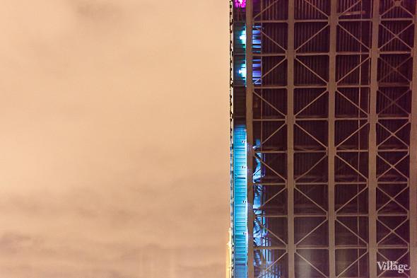 Фоторепортаж: Как разводят Дворцовый мост. Изображение № 56.