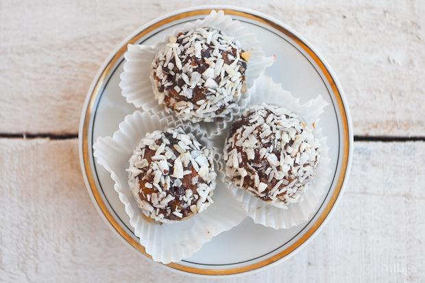 Конфеты из сухофруктов с орехами — 1 буква. Изображение № 20.
