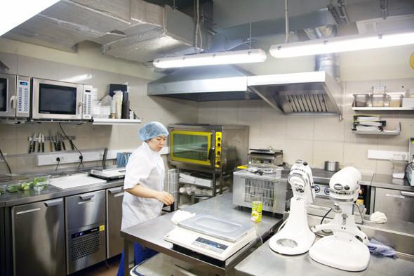 Посуда и вся кухонную утварь прошли процедуру очищения.. Изображение № 6.