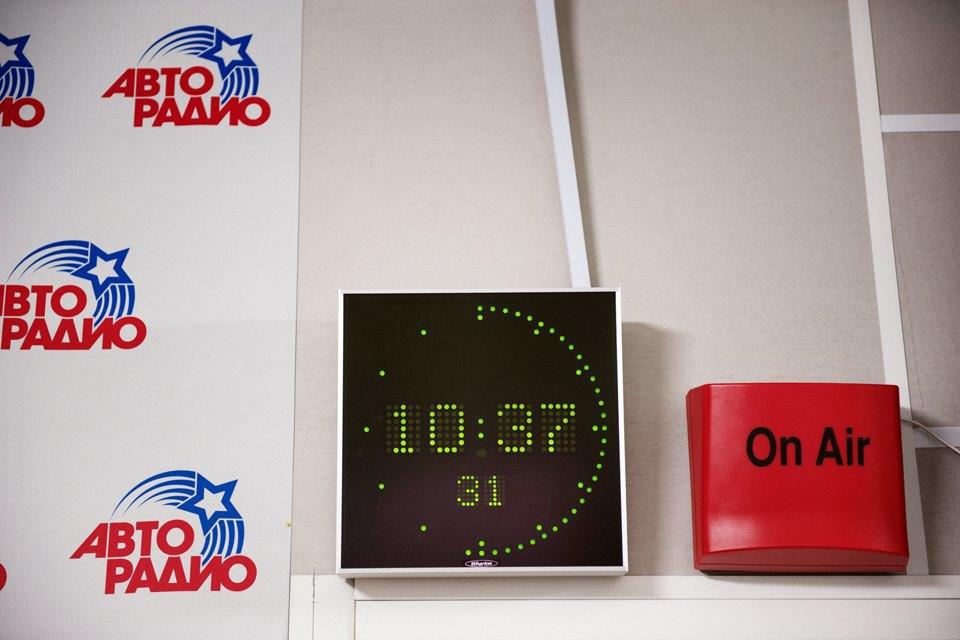 Ведущие утренних радиошоу о том, как будить город. Изображение № 24.
