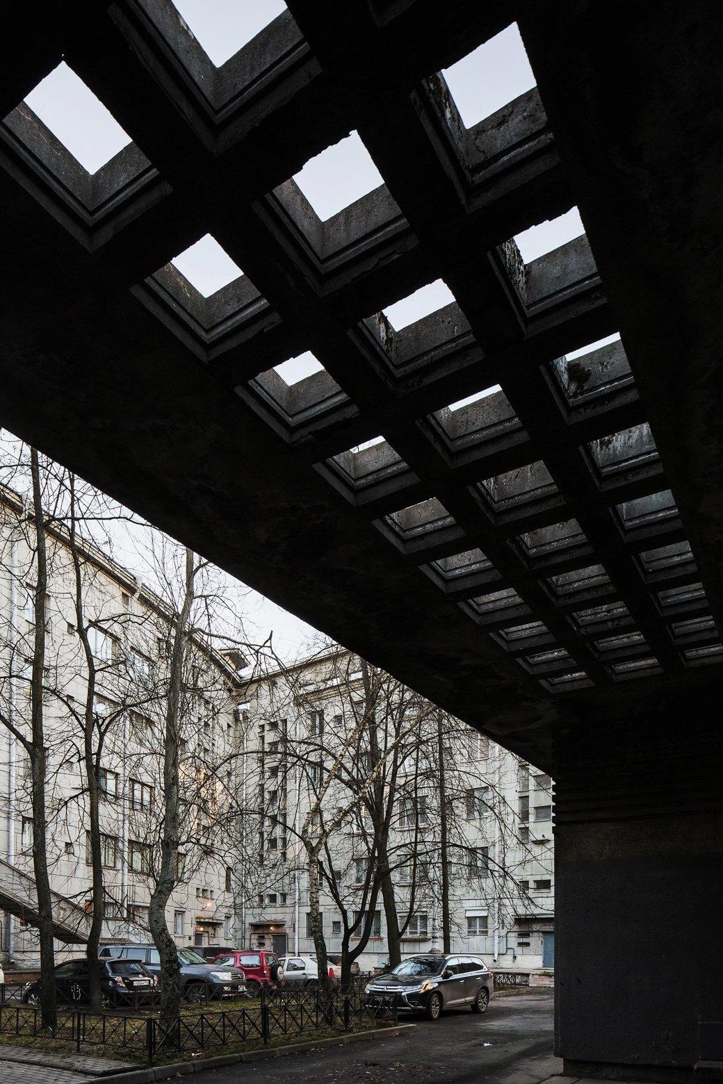 Яживу вдоме Ленсовета наКарповке (Петербург). Изображение № 23.