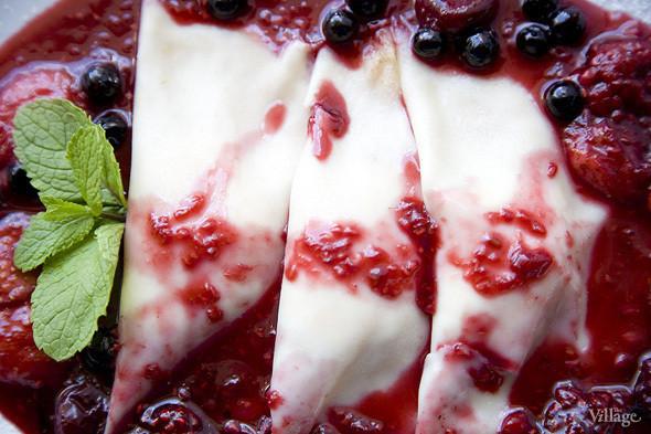 Венецианские крепы с ягодами фламбе — 390 рублей