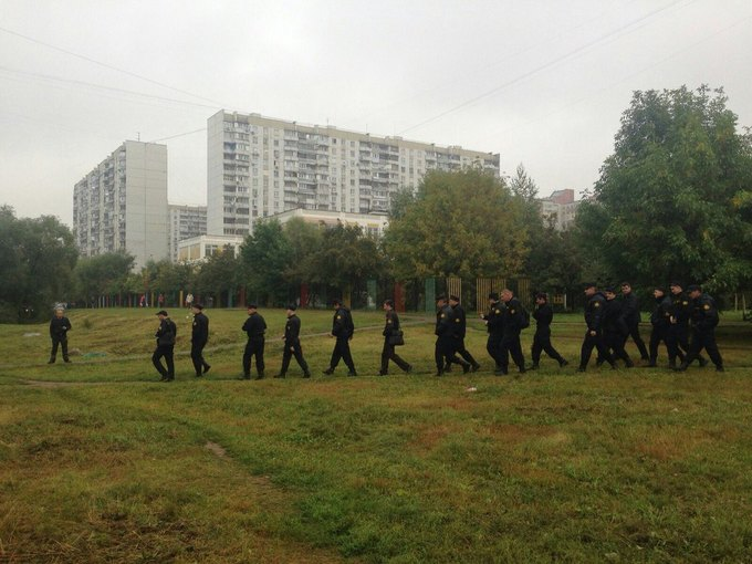 В районе Раменок проходит стихийный митинг против строительства дороги . Изображение № 2.