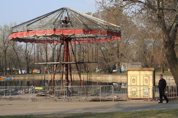 Демонтаж в парке им. Горького, 28 апреля 2011 . Изображение № 9.