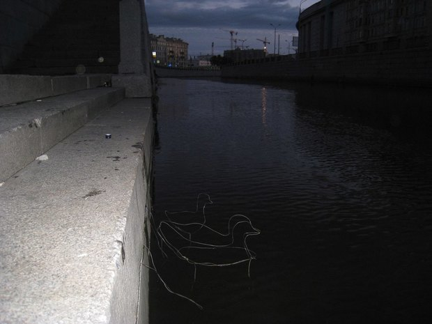На набережной Обводного канала установили партизанские арт-объекты . Изображение № 5.