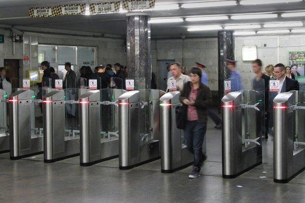 Запрет мата, рост цен на проезд в общественном транспорте и снег в мае. Изображение № 1.
