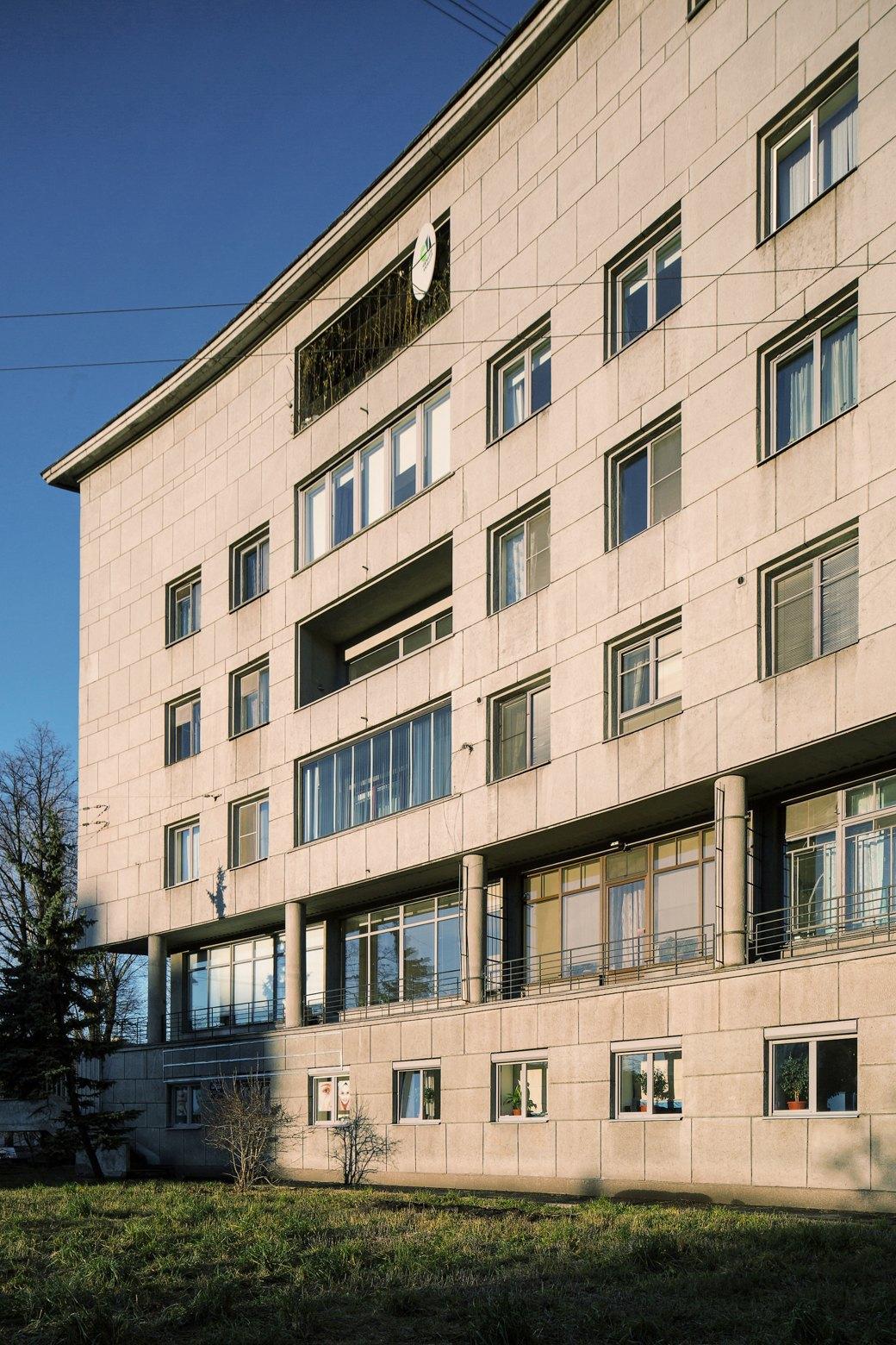 Яживу вдоме Ленсовета наКарповке (Петербург). Изображение № 6.