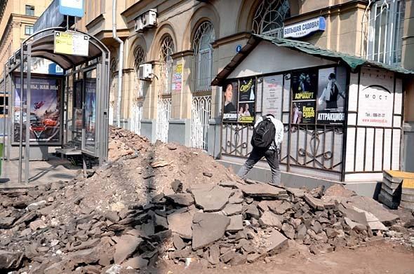 Свежая укладка: как асфальт меняют на плитку в Москве. Изображение № 21.
