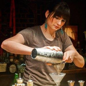 10 знаменитых барменов— отом, можно липить наработе, огромных чаевых илучших коктейлях вмире. Изображение № 3.