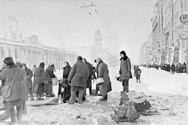 Петербург как дауншифтинг для москвича: Лев Лурье— одвух городах, либеральном иевразийском. Изображение № 2.