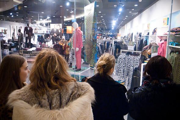 Размер не имеет значения: Начало продаж Versace for H&M. Изображение № 13.