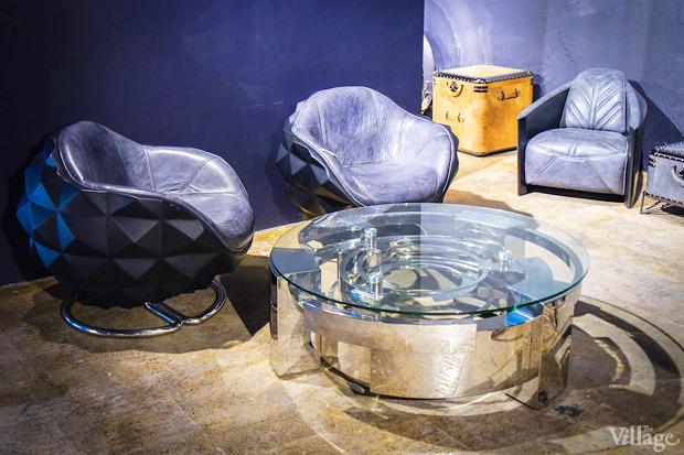Кресло Mines Chair, Michael Yeung — 146030 рублей, Vortex Coffee Table, Michael Yeung — 317670 рублей. Изображение № 6.