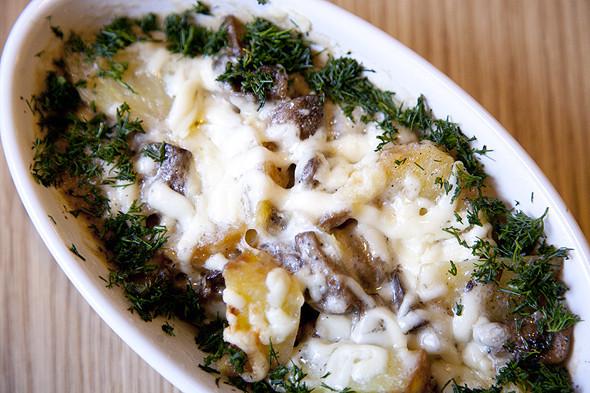 Запеченные ломтики картофеля с грибами под сливочным соусом «Альфредо». Изображение № 14.