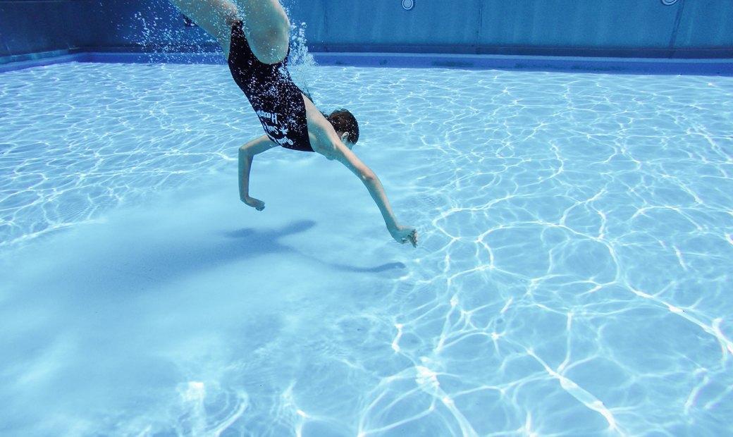 Слитные купальники для плавания и отдыха у бассейна. Изображение № 7.