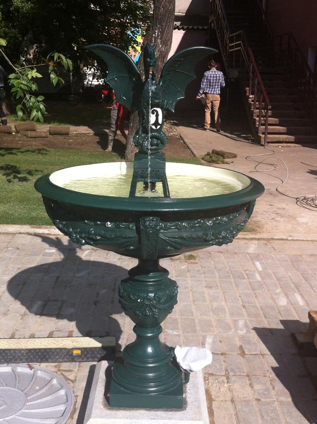 В саду Баумана появился базельский фонтан-василиск. Изображение № 1.