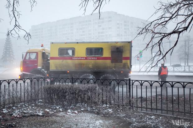 Фоторепортаж: Прорыв труб на «Приморской». Изображение № 11.