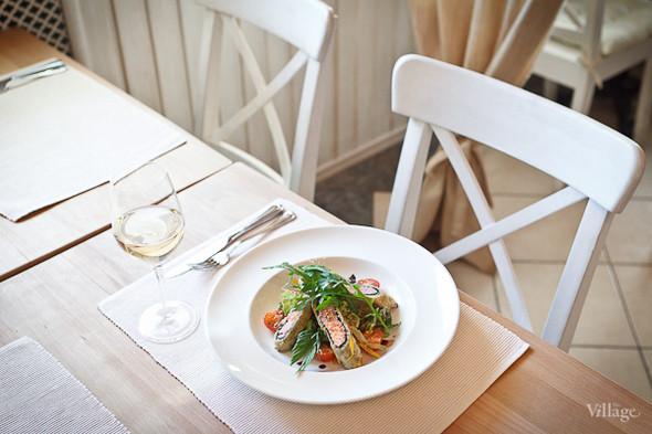 Дуэт из лосося и тунца в водорослях нори с итальянским салатом. Изображение № 18.