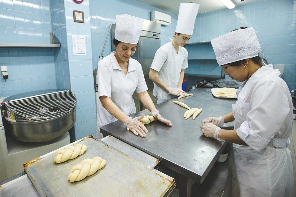 Производственный процесс: Как готовят кошерный хлеб. Изображение № 28.