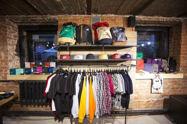 На Большой Конюшенной открылся московский магазин уличной одежды 21shop. Изображение № 3.