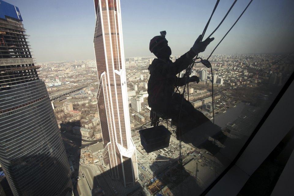 Как моют окна насмотровой площадке «Москва-Сити». Изображение № 11.