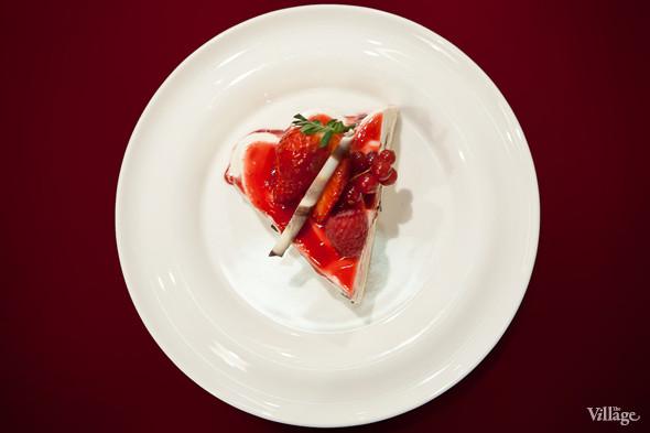 Малиново-клубничный чизкейк . Изображение № 8.
