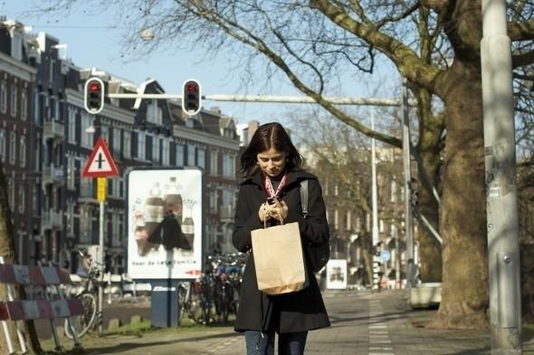 Набирать сообщение в Twitter, идя по велосипедной дорожке, не рекомендуется :-). Изображение № 4.