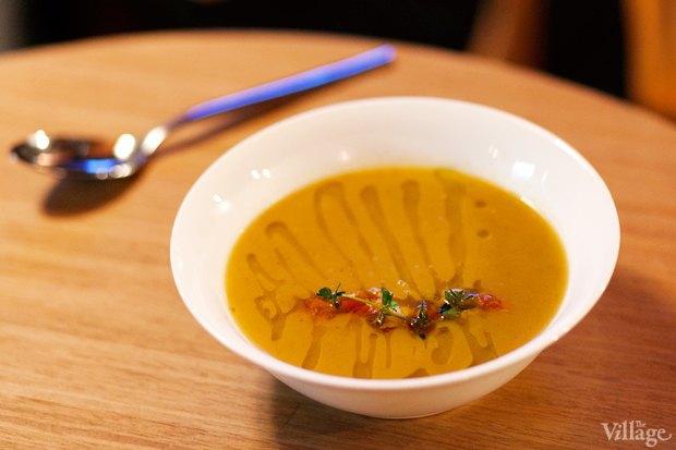 Крем-суп из тыквы с кориандром, креветками и томатами черри — 210 рублей. Изображение № 8.