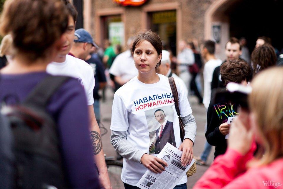 Фоторепортаж: «Народный сход» вподдержку Навального вПетербурге. Изображение № 6.