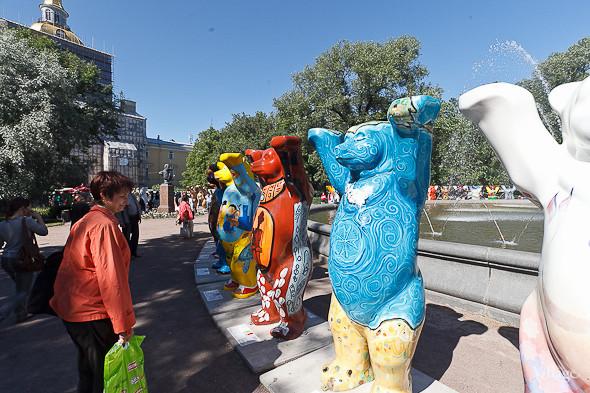 В Александровском саду выставили медведей United Buddy Bears. Изображение № 12.