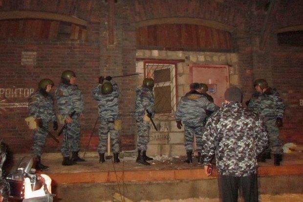 ОМОН разогнал оккупантов пакгауза на Варшавском вокзале. Изображение № 3.