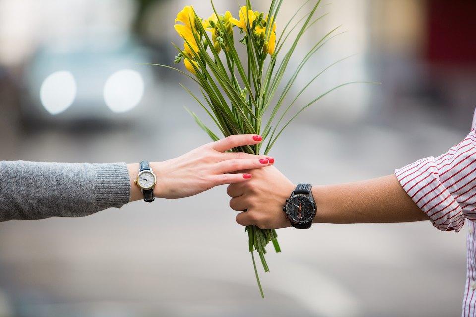 Мужские иженские наручные часы. Изображение № 1.