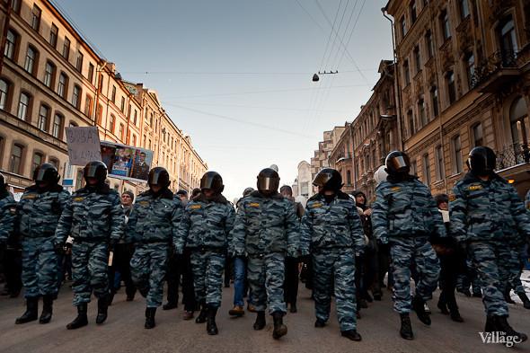 Фоторепортаж: Шествие за честные выборы в Петербурге. Изображение № 9.