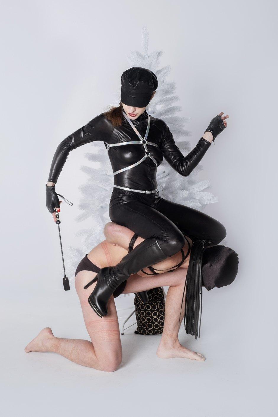 Dominatrix — the hanging men and feminism APdQ8YINXqyLgAmLIpJIQg