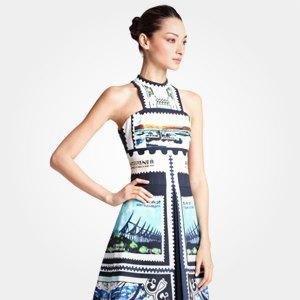 Что надеть: Платье Mary Katrantzou, свитшот Oh, my, часы Casio G-Shock. Изображение № 3.