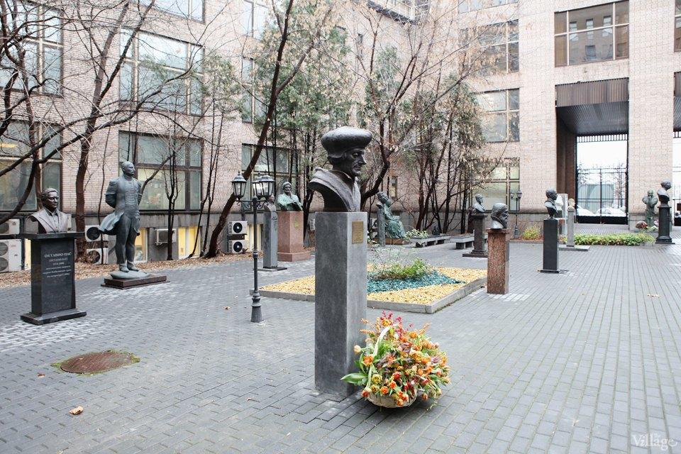 Фоторепортаж: Памятник Эразму Роттердамскому вМоскве. Изображение № 5.