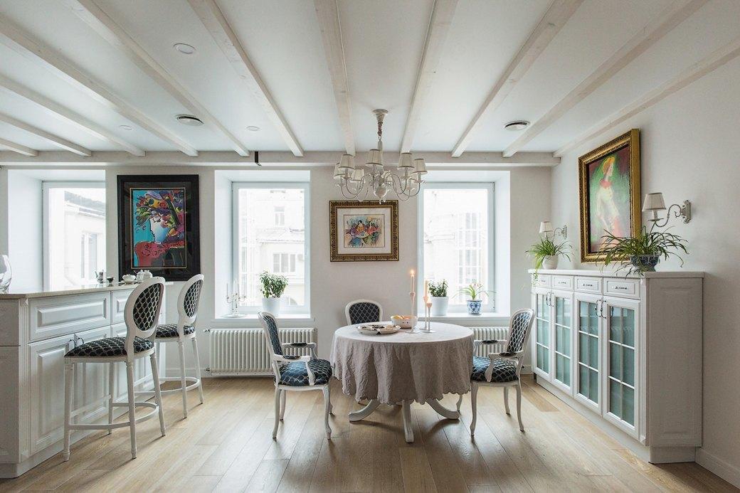 Квартира встаром доме склассической мебелью иплиткой азулежу (Петербург). Изображение № 2.