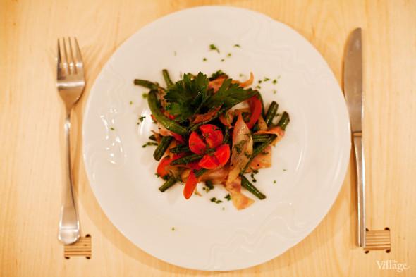 Салат с зелёной фасолью и беконом — 180 рублей. Изображение № 37.