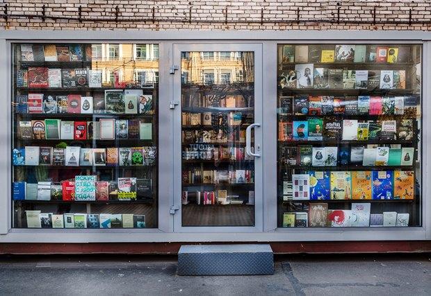 На«Улице Контейнерной» открылся книжный магазин «Факел» . Изображение № 5.